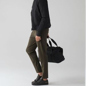 """ON THE FLY 7/8 PANT 25"""" *WOVEN Dark Olive"""